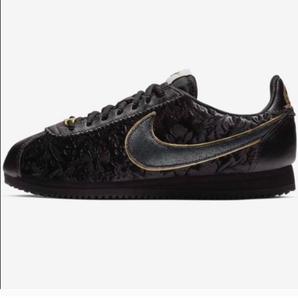 buy online d3aa2 25ddb NWOB Classic Nike Cortez Black and Gold